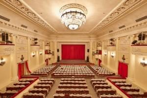 Кулуары, зрительный зал и сцена Городского Дворца культуры